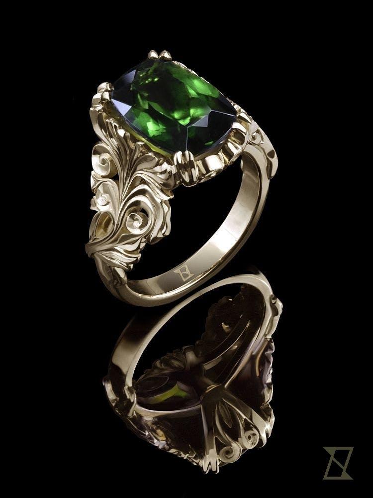 Roślinny pierścionek z zielonym turmalinem w żółtym złocie.