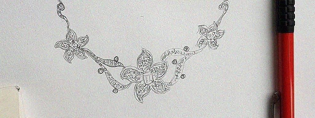 Naszyjnik w kształcie kwiatów plumerii z diamentami.