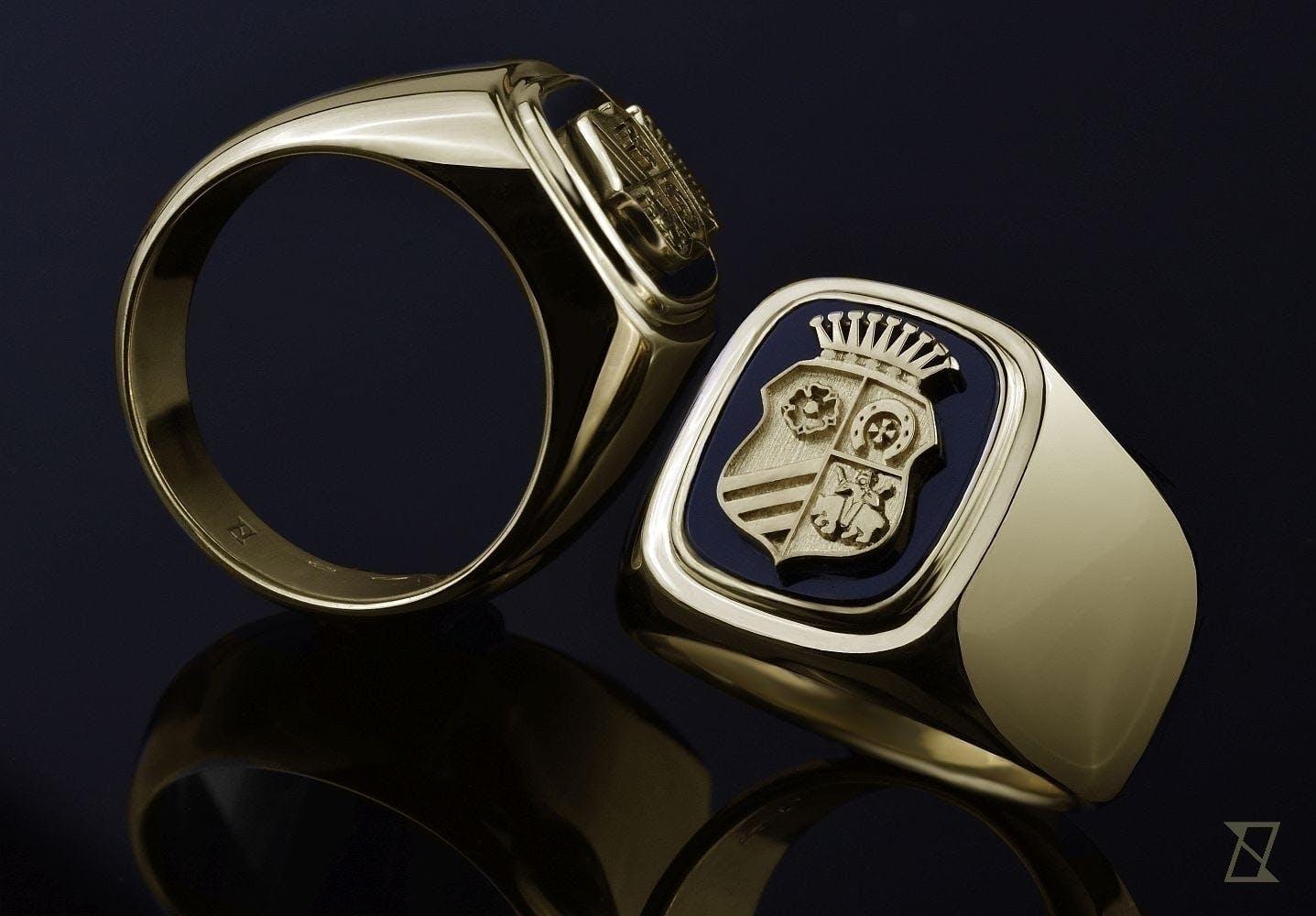 Dwa braterskie sygnety herbowe w litym złocie z onyksem.