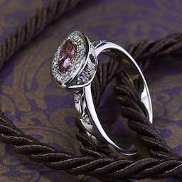Pierścionek z różowym diamentem