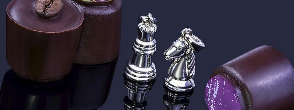 Figury szachowe z białego złota