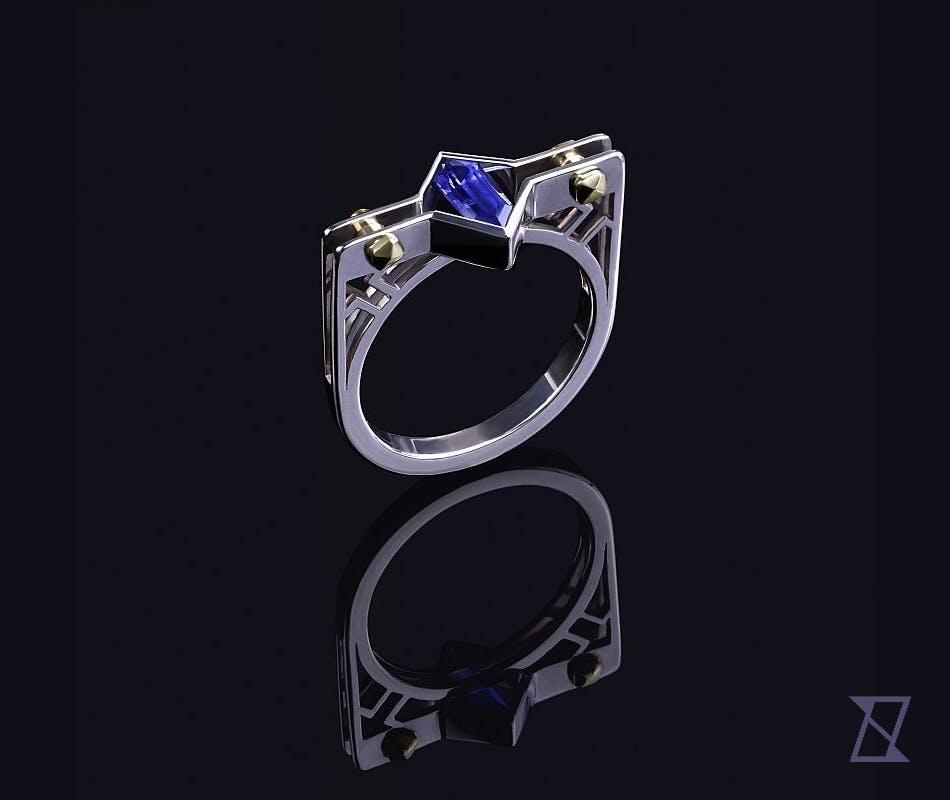 Męski pierścień z indywidualnie szlifowanym szafirem.