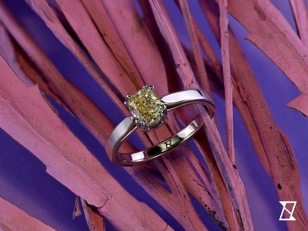 Pierścionek z żółtym diamentem.