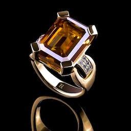 Pierścionek z moissanitem w złocie.