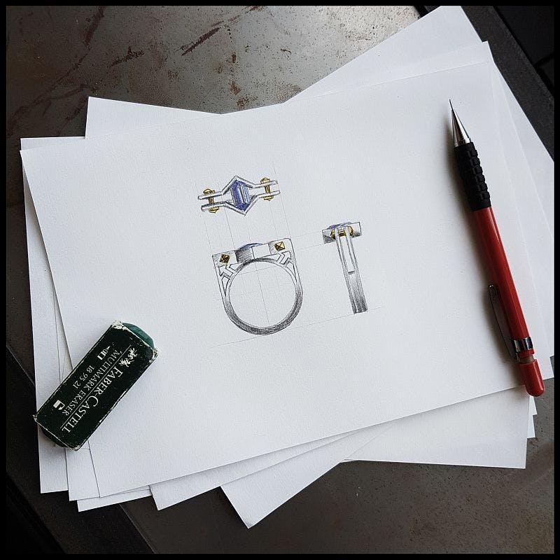 Projekt męskiego sygnetu w białym złocie z szafirem.