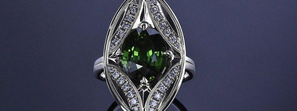 Pierścionek retro z turmalinem i diamentami w zielonym złocie