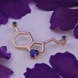 Naszyjnik z cząsteczką serotoniny z szafirami w różowym złocie