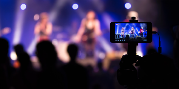 How to Engage and Grow Your Audience by Live Broadcasting to Social Media